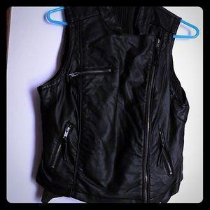 🎄CHRISTMAS  SALE 🎄  Candie's Black vest